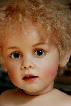 ... one-of-a-kind dukker. Dukkekunstneren heter Sissel Bjørstad Skille