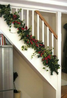 Check Out 27 Christmas Staircase Decor Ideas That You Will Love. Whether you have gorgeous old wooden banisters or sleek contemporary glass fittings, lights and decorations. Noel Christmas, Country Christmas, All Things Christmas, Winter Christmas, Christmas Wreaths, Christmas Crafts, Christmas Ideas, Fruit Christmas Tree, Days Till Christmas