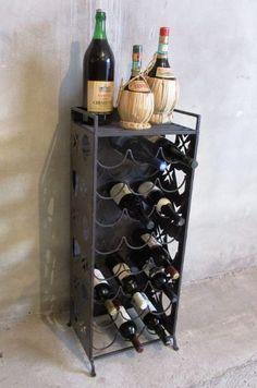 Online veilinghuis Catawiki: Robuust wijnrek voor 24 flessen uitgevoerd in  smeedijzer en plaatstaal.
