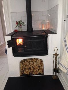 How to make old wood stove more efficient Swedish Kitchen, Swedish House, Basement Remodel Diy, Basement Remodeling, Most Efficient Wood Stove, Swedish Decor, Vintage Stoves, Beautiful Kitchen Designs, Stove Fireplace