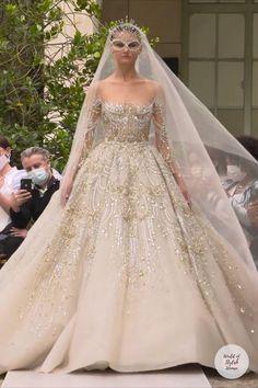 Wedding Dress Train, Stunning Wedding Dresses, Dream Wedding Dresses, Beautiful Dresses, Wedding Gowns, Fashion Show Dresses, Fashion Drawing Dresses, Glamorous Dresses, Elegant Dresses
