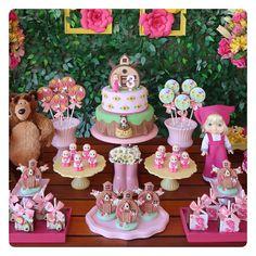 """2,599 curtidas, 49 comentários - Ana Luiza Masi - LookBebê (@analumasi) no Instagram: """"Alguns detalhes da festa linda de ontem da Masha e o Urso da Cice! Passem as fotos pro lado pra ver…"""" Ciara Birthday, Twin Birthday, Birthday Cake Girls, Girl First Birthday, Birthday Party Desserts, Picnic Birthday, 2nd Birthday Parties, Bolo Picnic, Marsha And The Bear"""