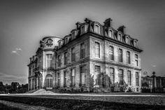 Chateau de Champs sur Marne (B&W)