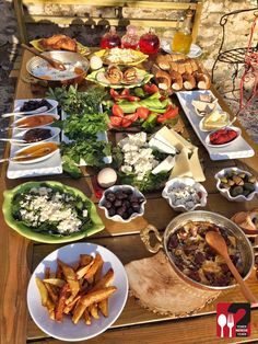 Serpme Kahvaltı - Nar Danesi Cafe & Restaurant / İzmir ( Birgi - Ödemiş )  Çalışma Saatleri Hafta İçi 09:00-23:30  Çalışma Saatleri Hafta Sonu 08:00-23:30 ☎ 0 533  282 5470  Kahvaltı 15 TL / Kişi Başı  Sahanda Sucuk 5 TL / Kişi Başı  Menemen 5 TL / Kişi Başı  Meyve Suyu 4 TL  Alkolsüz Mekan   Paket Servis Yok ▫  Sodexo, Multinet, Setcard, Kredi Kartı Yok  Snapchat : yemekneredeynr  Sınırsız çay servisi ile birlikte, fotoğraftaki görsel 2 kişiliktir. Hafta sonları ve yoğun g