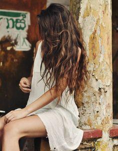 Elegant Women Style With Long Wavy Hair 30 Messy Hairstyles, Pretty Hairstyles, Long Wavy Haircuts, Curly Hair Styles, Natural Hair Styles, Natural Waves Hair, Beach Hair, Hair Day, Hair Looks