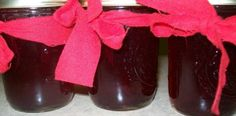 A great way to make Cranberry Jelly. The jelly turns out with a flavorful cranberry taste. This would be great on toast or crackers or Turkey. Cranberry Jelly Recipes, Fruit Recipes, Christmas Recipes, Recipies, Homemade Jelly, Homemade Food, Apple Jelly, Jelly Jars, Jelly Jelly