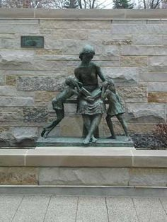 """Frank Eliscu's Statue """"Once Upon a Time"""" ~ Mother reading to children  Elmhurst, Illinois Library"""