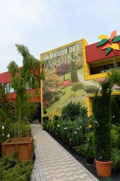 La Maison des Jardins, Bucharest: See unbiased reviews of La Maison des Jardins, one of 1,570 Bucharest restaurants listed on TripAdvisor. Bucharest, Trip Advisor, Restaurants, Sidewalk, Photos, Gardens, Home, Walkways, Restaurant