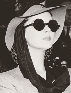 Vivien Leigh out and about, ca. mid 1940's.