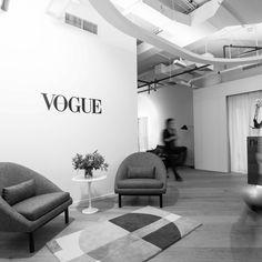 An Exclusive Look Inside Vogue Arabia's Sleek Dubai Office Dream Career, Dream Job, Dream Life, Classy Aesthetic, White Aesthetic, Student Fashion, School Fashion, Vogue Tumblr, Vogue Patterns