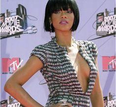 Rihanna caschetto