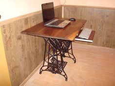 Treadle Sewing Machine Computer Desks       ♪ ♪ ... #inspiration #diy GB http://www.pinterest.com/gigibrazil/boards/