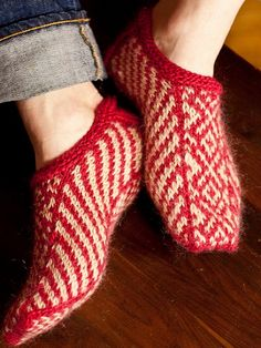 Tingvoll Slippers, de Kristin Spurkland. http://www.ravelry.com/patterns/library/tingvoll-slippers