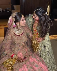 Indian Wedding Poses, Indian Wedding Photography Poses, Indian Bridal Outfits, Girl Photography Poses, Bridal Poses, Bridal Photoshoot, Sister Poses, Girl Poses, Bridesmaid Poses