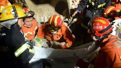 Fathers last embrace saves girl in China building collapse - Geo News Pakistan