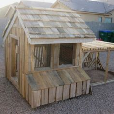 Chicken House from pallets. Made by my Father-in-Law Chicken Coop Pallets, Chicken Coop Plans, Building A Chicken Coop, Diy Chicken Coop, Chicken Home, Chicken Pen, Chicken Lady, Chicken Coop Designs, Palette