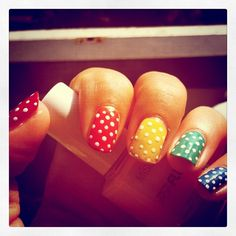 Da da da da da da da da da circus da da da da da da da da da  afro circus afro circus polksdot polkadot polkadot  afro- these nails make me think of that song