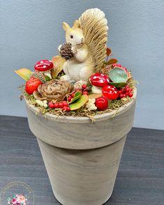 """Kézműves Csodák Műhelye on Instagram: """"A sünik már mind gazdára találtak, mókus még van 😍❤️🐿🍁🍂 Magassága 22 cm, átmérője 12 cm Rendeléshez a legfontosabb információkat a…"""""""