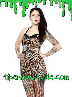 Mono pin up estampado de leopardo, con escote halter, espalda fruncida y shorts con bolsillos. Incluye cinturón. Materiales: 95% algodón, 5% spandex. Marca: Sourpuss.  COLOR: NATURAL TALLAS: S, M, L, XL, XXL  S - 82 cm pecho (ES talla 36, MEX talla 26, UK talla 8) M - 88 cm pecho (ES talla 38, MEX talla 28, UK talla 10) L - 94 cm pecho (ES talla 40, MEX talla 30, UK talla 12) XL - 100 cm pecho (ES talla 42, MEX talla 32, UK talla 14) XXL - 106 cm pecho (ES talla 44, MEX talla 34, UK talla…