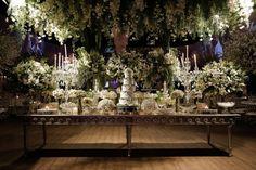 Casamento clássico: Thais & Marcos - Inesquecível Casamento Wedding Reception Decorations, Table Decorations, Classic, Classic Wedding Decor, Wedding Budgeting, Altar Wedding, Reception Decorations, Ticket Invitation, Weddings