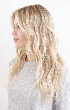 <p>kadınların çoğu saçı doğal yöntemlerle açma yöntemlerine yönelmiş ve saç rengi tonlarının doğal saç rengi açma işlemleriyle daha kolay, daha ucuz ve daha sağlıklı bir şekilde farklı saç renklerine ulaşma imkanı yakalamışlardır. Saç rengini açmak için kullanılan doğal yöntemlerde akıllarda bulundurulması gereken ilk kural; bu tip kolay saç açma işlemlerinde saça sürülen bitkisel ürünlerin kimyasal ürünler gibi hemen etkisini göstermeyeceğidir. Çünkü adı üzerinde olan doğal malzemeler...