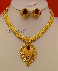 Gold Necklace Simple, Gold Jewelry Simple, Necklace Set, Gold Mangalsutra Designs, Gold Jewellery Design, Gold Choker, Indian Movies, Necklace Designs, Designer Wear