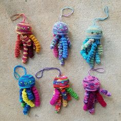 crochetbug, crochet jellyfish, bloom of amigurumi jellyfish, crochet toy, diy toys