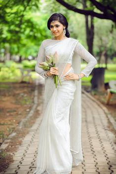 Ideas for bridal wear christian White Saree Wedding, Kerala Wedding Saree, Bridal Sari, Kerala Bride, Indian Bridal, Bridal Dresses, Wedding Gowns, Kerala Saree, Christian Wedding Sarees