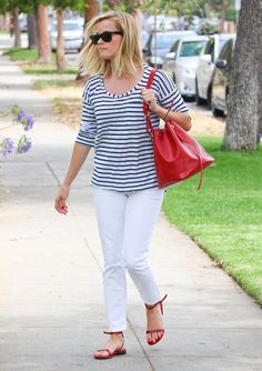 Reese Witherspoon - Reese Witherspoon Enjoys the Sunshine