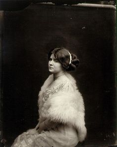Ernest J Bellocq. Ernest – was a photographer in the century. Here is one of his portraits of prostitutes in New Orleans. Louisiana Creole, Ernest, French Quarter, Black Is Beautiful, Beautiful Ladies, Beautiful People, Native American Indians, Vintage Pictures, Vintage Photographs