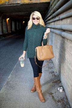 Forest Green Sweater, Boots, Purse, Coffee in Hand - My kind of outfit Green Turtleneck, Turtleneck Outfit, Green Sweater, Preppy Mode, Preppy Style, My Style, Fall Winter Outfits, Autumn Winter Fashion, Winter Clothes