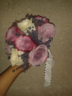 Buchet de mireasa trandafiri si lavanda... rustic si elegant... facut cu drag pentru o mireasa.