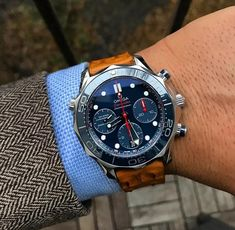 The 8 best swiss army watches for men – My Life Spot Stylish Watches, Luxury Watches For Men, Cool Watches, Rolex Watches, Unique Watches, Omega Seamaster, Mens Designer Watches, Swiss Army Watches, Expensive Watches