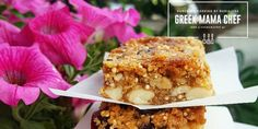 Η βραβευμένη food blogger(ΒΗΜΑ GOURMET FOOD BLOG AWARDS Βραβείο Κοινού BEST COOKING IN ENGLISH), Μαριαλένα Τερζή, μας συστήνεται ως Greek Mama Chef και μέσα από το blog και τη σελίδα της στο facebook μας προτείνει νόστιμες ιδέες και συνταγές που μπορούμε να ετοιμάσουμε στο σπίτι. Μπάρες με κινόα, κράνμπερι και ξηρούς καρπούς, μία πολύ πρωτότυπη …