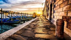 First Light #veniceitaly #venice #sunrise #venezia #firstlight #travelphotography #cityscape #travel #veneziagram #gondola #sunrise_and_sunsets #italytravel