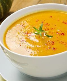 There's nothing like a hearty Cream of Pumpkin Soup to warm you up on a cold night! I love it with crusty hot bread! Pumpkin Sweet Potato Soup, Cream Of Pumpkin Soup, Raw Vegan Recipes, Vegetarian Recipes, Vegetarian Thai Green Curry, Curried Butternut Squash Soup, Fall Appetizers, Detox Soup, Sopa Detox