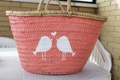 DIY como pintar un capazo Diy Clutch, Diy Tote Bag, Small Projects Ideas, Beach Basket, Art Bag, Jute Bags, Handmade Bags, Wicker, Diy And Crafts