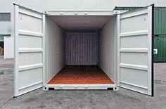 MO.SPACE liefert dir den robusten Seecontainer in Lichtgrau (RAL 7035) mit dem leicht zu öffnenden Spezialverschluss (EASY OPEN) inkl. Einbruchsicherung und dem langlebigen Holzboden direkt zu dir nach Hause oder zu deiner Firmenadresse.   👉🏻 +43 664 432 58 60 oder www.mospace.at Garage Doors, Outdoor Decor, Home Decor, Houses, Moving Boxes, Storage Room, Wrapping, Wood Floor, Decoration Home