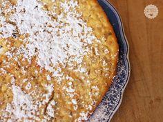 Questa torta ha un sapore rustico, antico dove si sentono bene i chicchi dell'avena. E' ideale per la colazione poichè è molto nutriente e sazia molto.