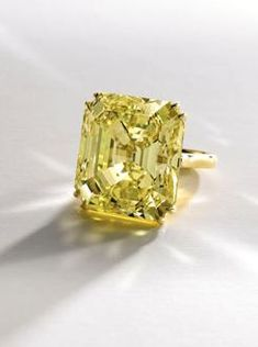 Magnificent Fancy Vivid Yellow Diamond Ring