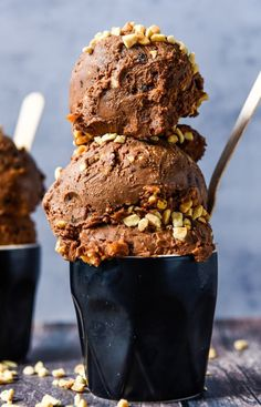 Vegan Picnic Ice Cream with Thermomix Instructions. Simple, delicious and free from gluten, grains, dairy, egg and refined sugar. Sugar Free Desserts, Frozen Desserts, Sweets Recipes, Whole Food Recipes, Frozen Treats, Thermomix Icecream, Thermomix Desserts, Thermomix Recipes Healthy, Vegan Recipes