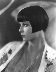 New ideas hair short louise brooks Louise Brooks, Belle Epoque, Old Hollywood Glamour, Vintage Glamour, Hollywood Stars, Great Hairstyles, Modern Hairstyles, Cinema, Star Wars
