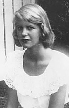 Sylvia Plath-October 27, 1932 in:	Boston (MA) (United States) Sun: 	4°10' Scorpio	AS: 	29°21' Aquarius Moon:	8°30' Libra	MC: 	13°44' Sagittarius Dominants: 	Scorpio, Virgo, Aquarius Uranus, Mars, Pluto Houses 7, 6, 8 / Fire, Earth / Fixed Chinese Astrology: 	Water Monkey