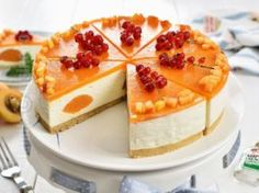 Cheesecake cu caise fara coacere, un desert racoros (CC Eng Sub) Jacque Pepin, No Cook Desserts, Culinary Arts, Cheesecakes, Nutella, Cookie Recipes, Deserts, Food And Drink, Sweets