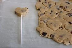 Keeping on with the Pop Food fad... Cookie Pops! Coming to a cafe near you.