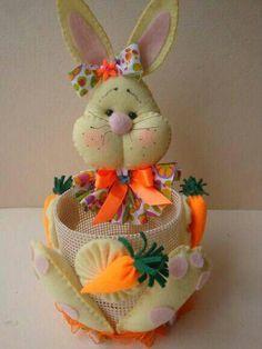 Hoppy Easter, Easter Bunny, Felt Christmas, Christmas Ornaments, Basket Crafts, Felt Art, Easter Baskets, Felt Crafts, Diy Gifts