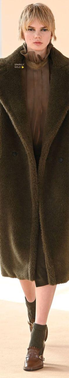 Max Mara Fall 2021 RTW Eye For Beauty, Rain Wear, Coat Dress, Max Mara, Couture Fashion, Catwalk, Fur Coat, Fall Winter, Dressing