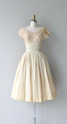 Vintage 1950s warm toned cream lace bodice dress with wide neckline, cap sleeves, silk chiffon cummerbund wrapped waist, layered silk chiffon skirt