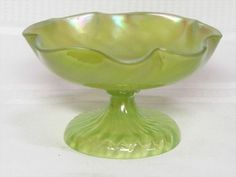 LOETZ, RIBBED SWIRL CHARTREUSE  COMPOTE, HTF FORM, VERY NICE~~~