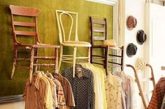 Clothing Booth Display Ideas | Crédit photo : A beautiful mess - Decades Vintage